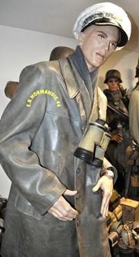 tenu officier gendarmerie